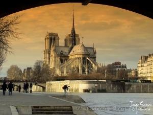 /Bonjour Paris