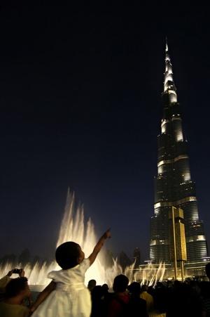 Gentes e Locais/O dedo que aponta o Khalifa (ler)