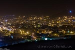 Paisagem Urbana/Mindelo à noite com bruma seca no ar