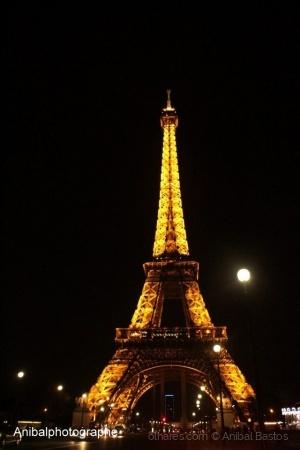 """/""""Torre de Paris-Vista Única e Linda"""""""