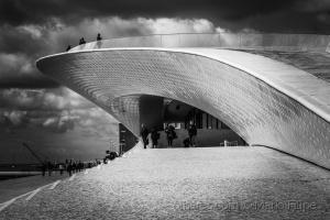 """Paisagem Urbana/Lisboa- """" Cidade da Luz Perpétua fonte """" ( ler )"""