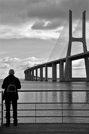 /Os fotógrafos,o Tejo e a Ponte.
