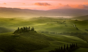 /Sunrise in Tuscany