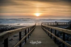 /Paçadiço ao por do sol , na praia do Magoito