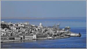 /Lisboa emoldurada de azul .