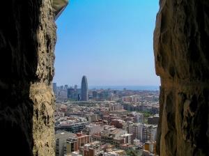 Gentes e Locais/e lá ao fundo, Barcelona.