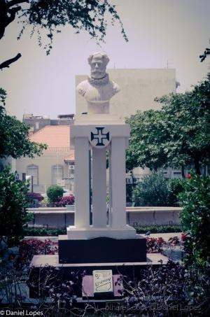 Gentes e Locais/Estátua de Camões em Mindelo