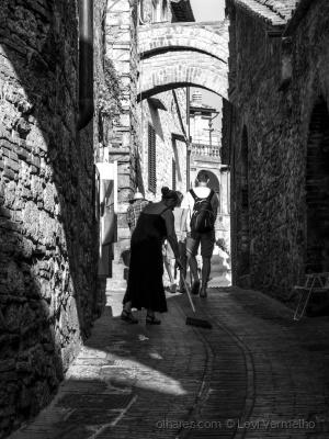 /Nas ruelas medievais...