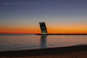 /Pôr do Sol com a Torre VTS
