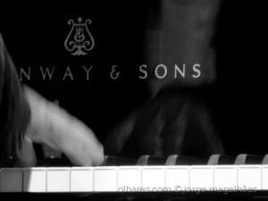 /O piano e as mãos de Mário Laginha