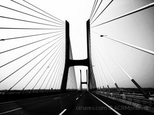 /A ponte Vasco da Gama.