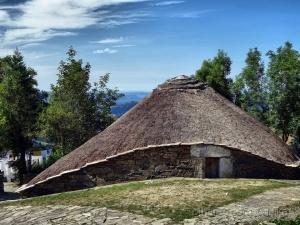 /Telhados de colmo-Cebreiro, Espanha (ler)