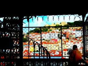 Gentes e Locais/Elevador de Stª Justa  olhando Lisboa