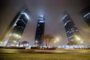 /Torres de Madrid na neblina #2