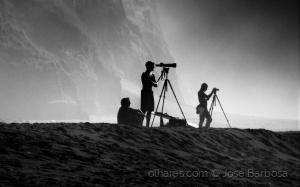 /Os fotógrafos surfistas das ilhas de bruma .