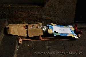 Gentes e Locais/Sem-abrigo de sapatos vermelhos ou a reutilização