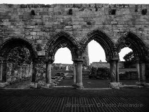 /Arcos das ruínas da catedral de St Andrews