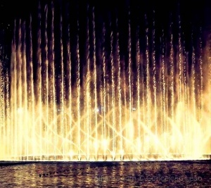 /Dubai dancing fountain