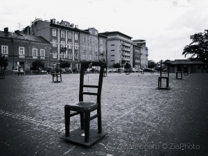 "/""Empty Chairs Memorial"""