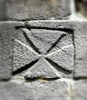 História/Cruz Templária no Mosteiro de Arnoso
