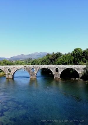 Gentes e Locais/A ponte é uma passagem...