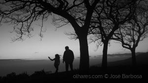 /A menina sonhadora e o homem solitário .