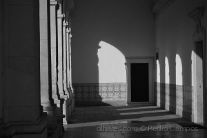 Arquitetura/Arcos de luz, colunas de sombra