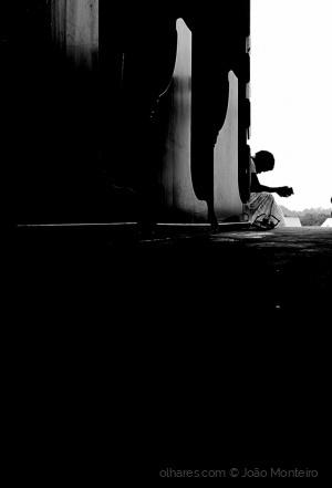 Gentes e Locais/A solidão acompanhada