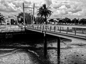Paisagem Urbana/Bridge over trapped dried  waters!
