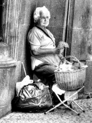 /The barefoot masela vendor