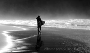 /O caminho do surfista rumo à Luz .