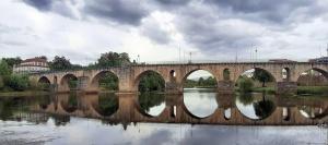 /Ponte medieval de Ponte da Barca (Abra a imagem).