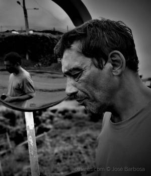 Retratos/o Homem mais triste e só do Universo ?. (desc.).