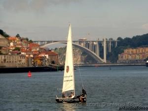 Paisagem Urbana/Barco á vela no Rio D0ur0