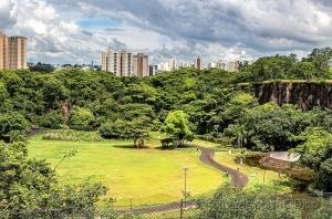 /Uma visão do Parque Central